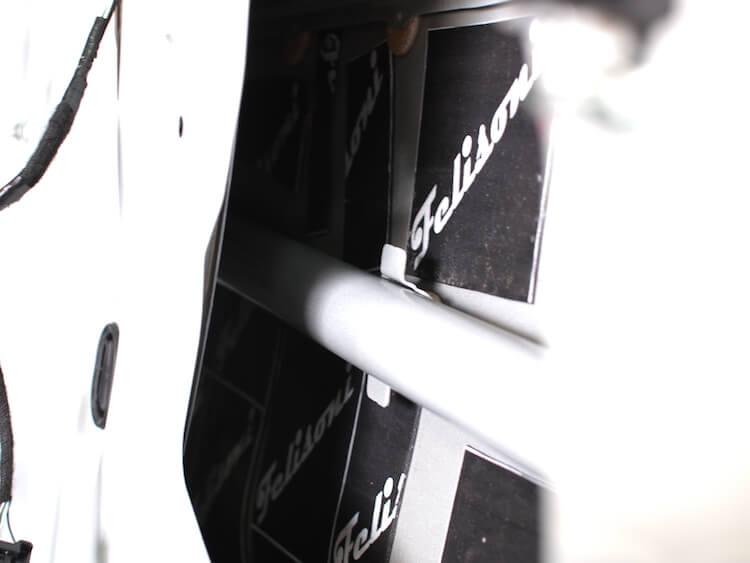 カローラスポーツのドアアウターパネルをデッドニング