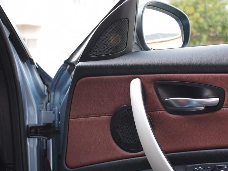BMW スピーカー取り付け作業