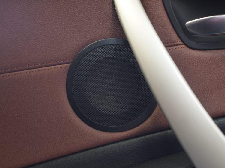 BMW フォーカルスピーカー取り付け作業