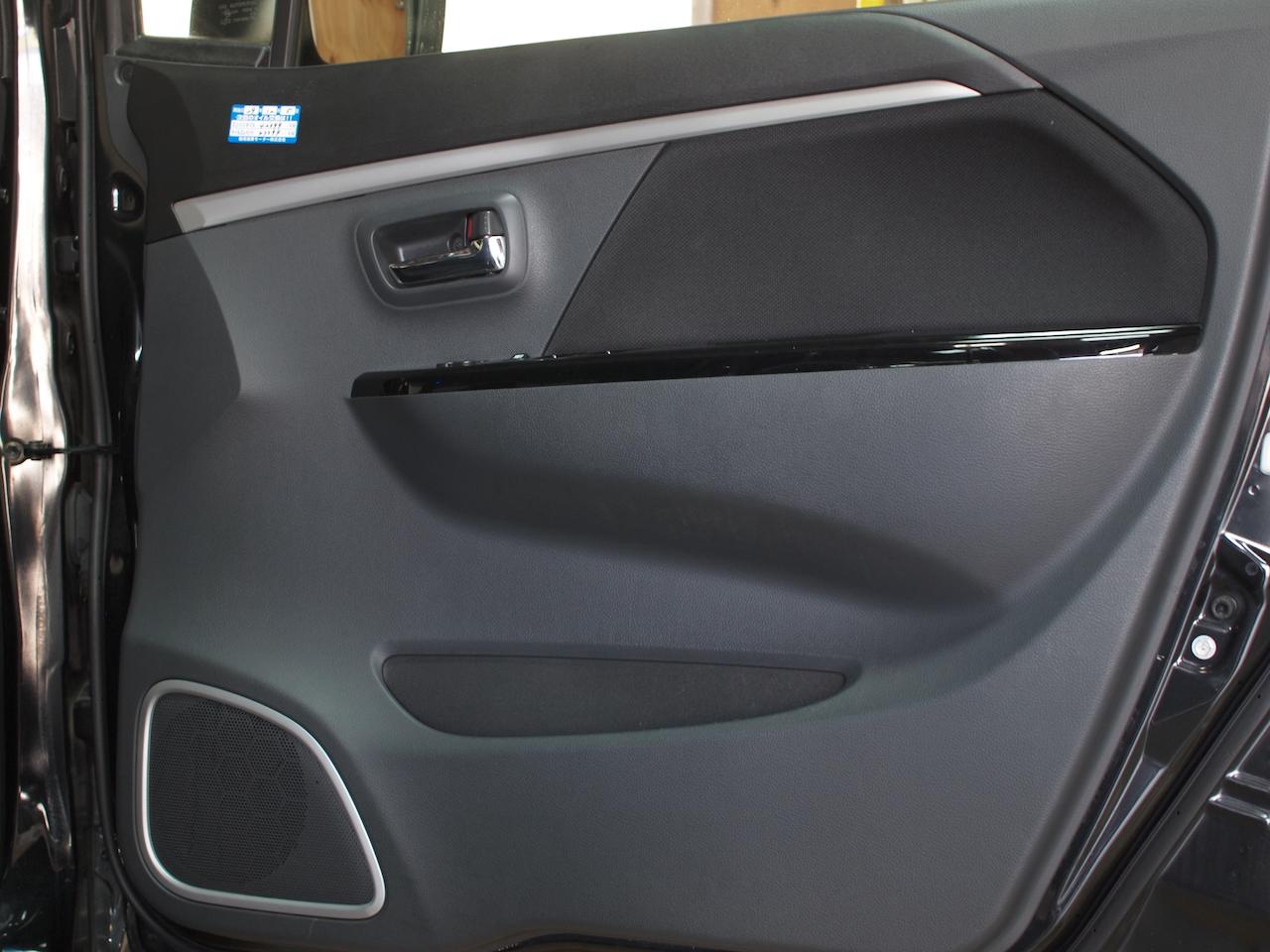 ワゴンR、ドア内部アウターパネル、制振・遮音作業