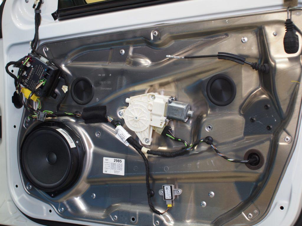 メルセデスベンツ、W204スピーカー交換