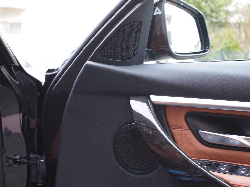 BMW 320d スピーカー交換作業