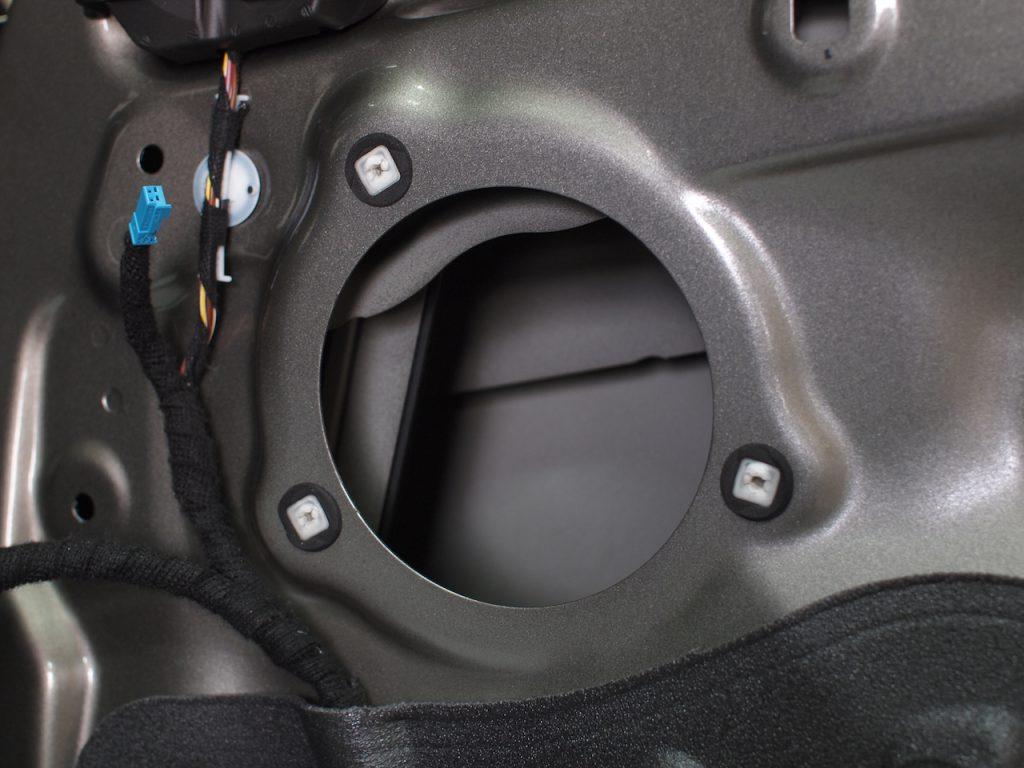 BMW 218d 純正スピーカー取り外し