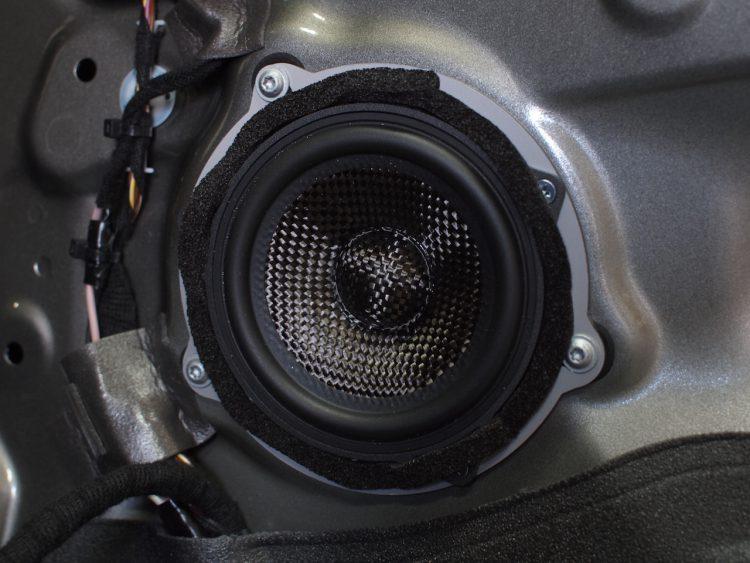 BMW 218d スピーカー取り付け