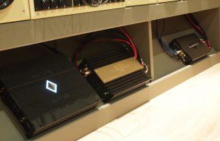 試聴ディスプレイの外部アンプが3台になりました