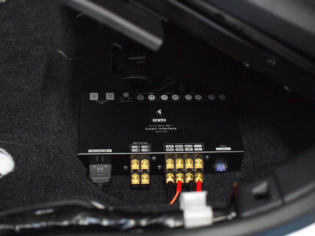 レクサスIS300hにビーウィズミラーメディアMM−1取り付け