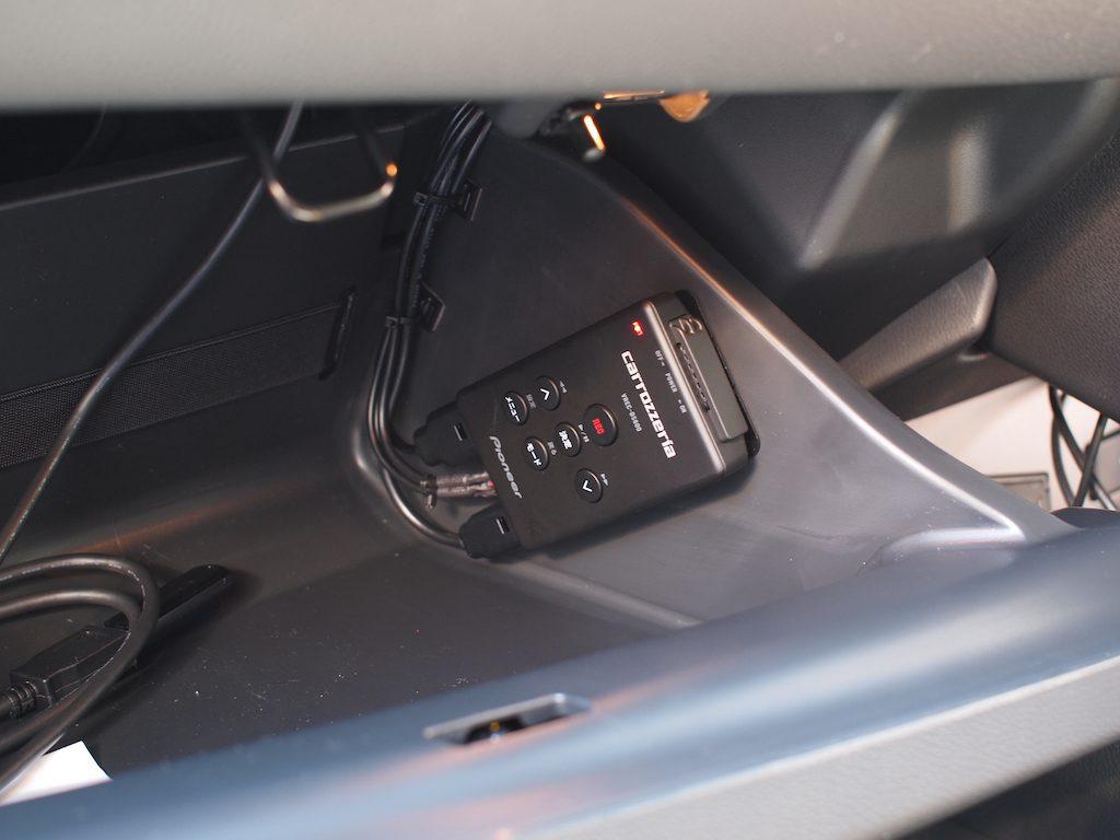 VREC-DS600本体をグローブボックス内取り付け