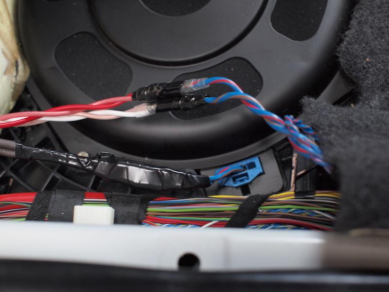 BMWシート下スピーカーケーブル接続