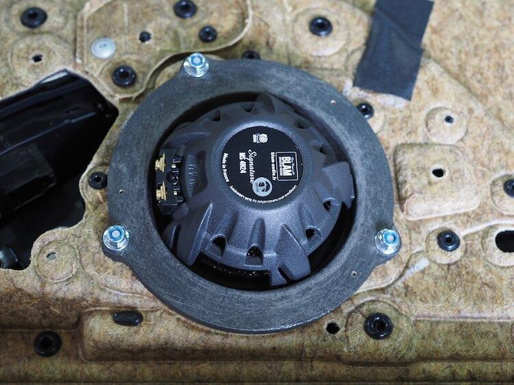 BMW523iにブラムのスピーカー取り付け