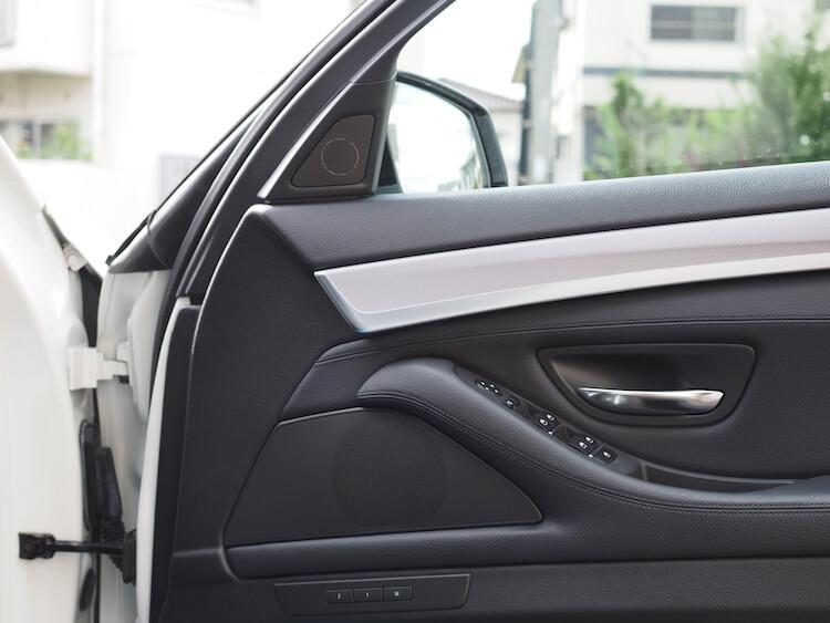 BMW523iスピーカー交換作業