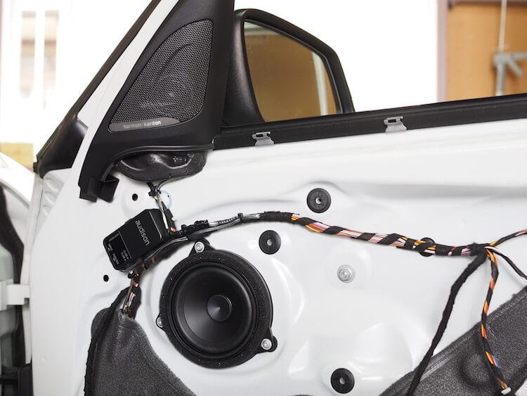 BMW118d用ハーマンカードンオプションパネルにオーディソンのツィーターを取り付ける