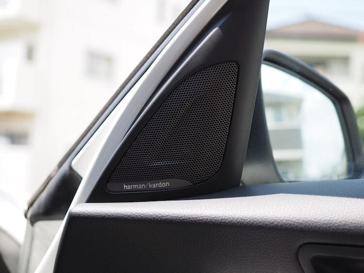 BMW118dのミラー裏パネルをハーマンのパネルに交換