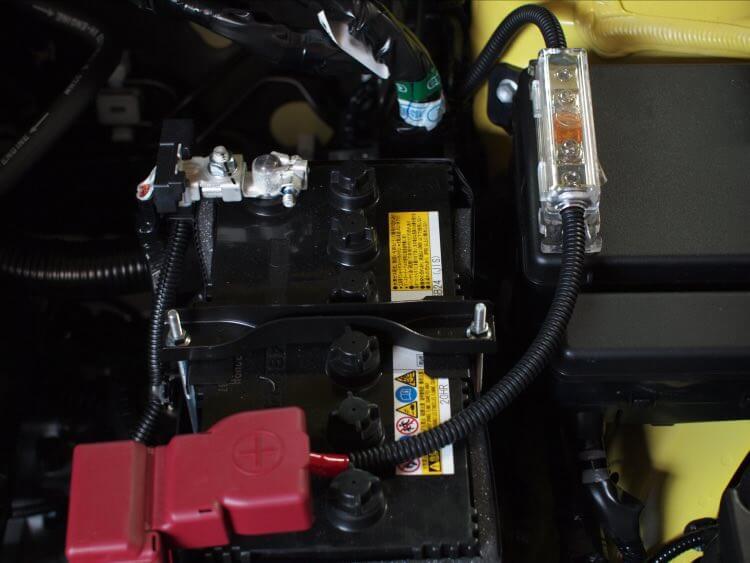電源ケーブルをバッテリーからワイヤリング