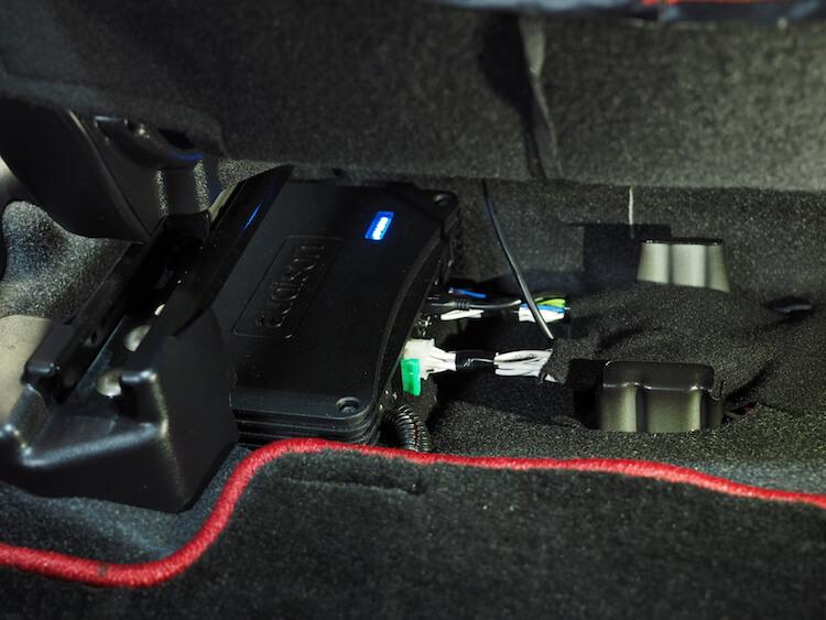 カローラフィールダーの助手席下にプロセッサー取り付けました