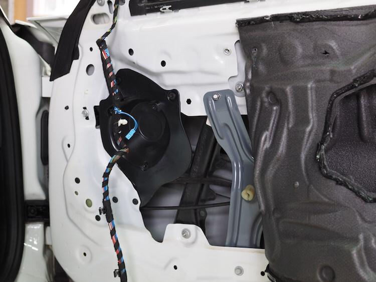 BMW Z4 E89 ドアデッドニング