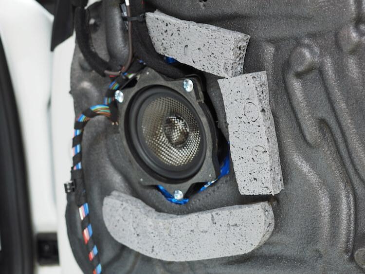 ブラムS100N24の周りに吸音材貼り付け