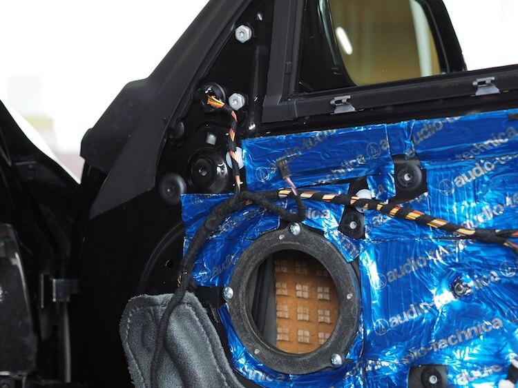 BMW_M2に取り付け済みのはブラムスピーカーを一旦取り外し