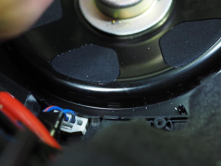 BMW_M2 シート下サブウーファーケーブル交換