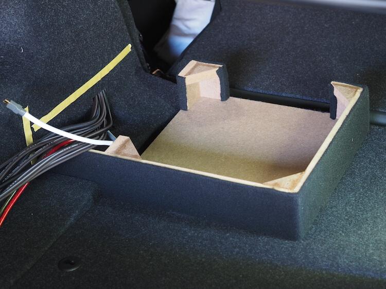 BMW_M2 トランクにプロセッサーを取り付けるためのボックス制作