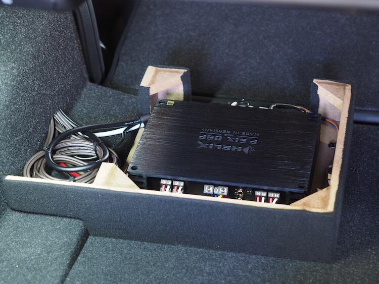 BMW_M2 トランクにプロセッサーを取り付け