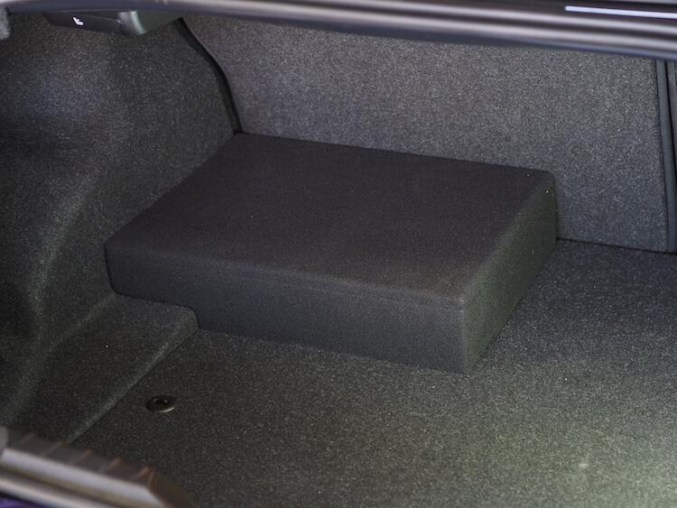 BMW_M2トランク部にプロセッサー取り付け