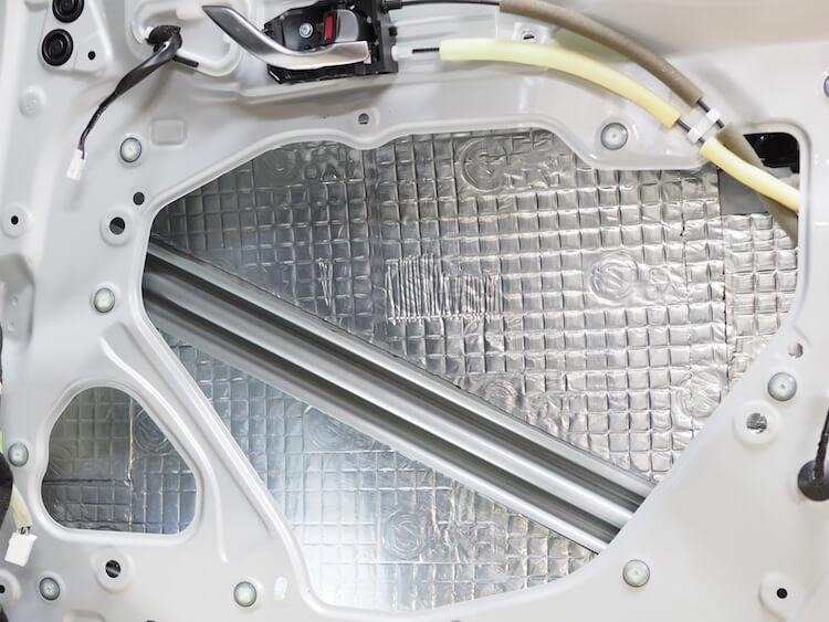 マツダ CX-3 ボンネット&ドアアウターパネル静音作業