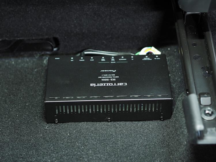 マツダ CX-3にカロッツェリアのアンプ内蔵プロセッサーDEQ-1000Aを取り付け