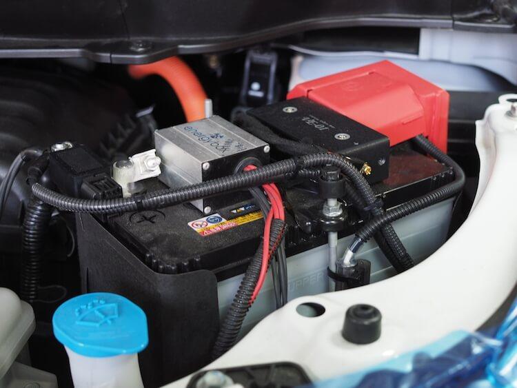 ステップワゴンデッキバッ直中のバッテリー
