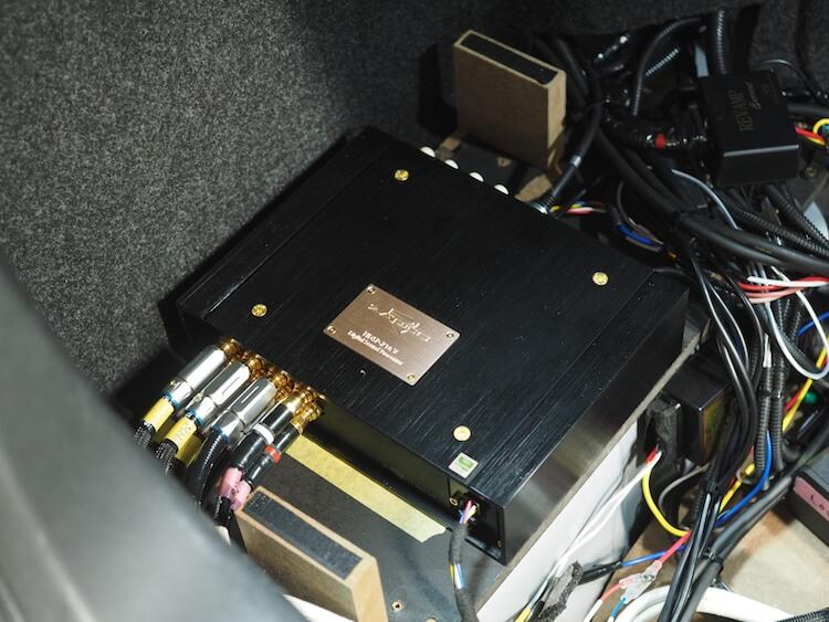 ザプコのハイエンドプロセッサー HDSP-16VAD-8Aをトランクに取り付け