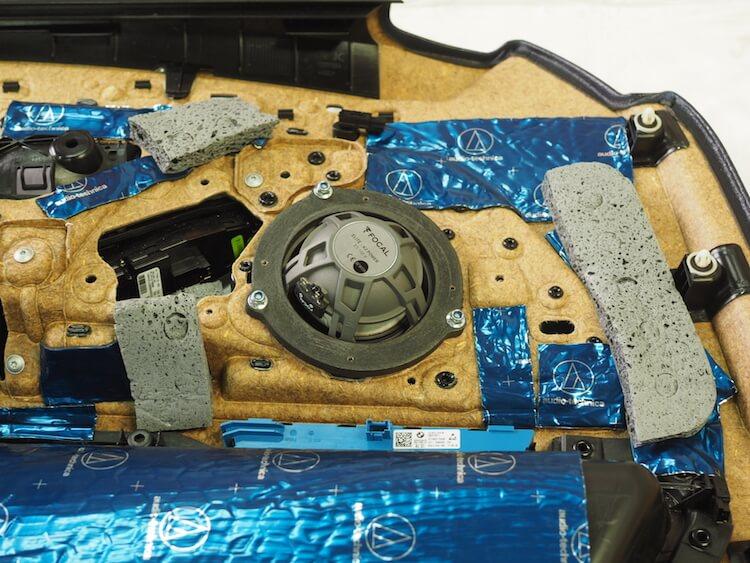 BMW_528iのドア内張に吸音材貼り付け