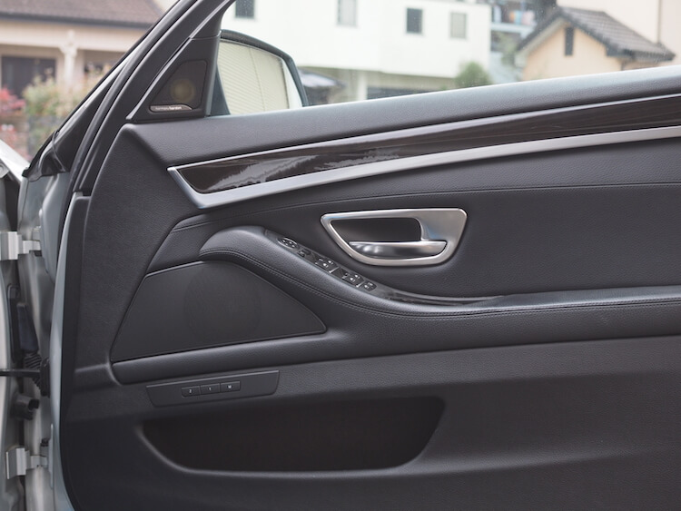 BMW_528iのドアスピーカー交換