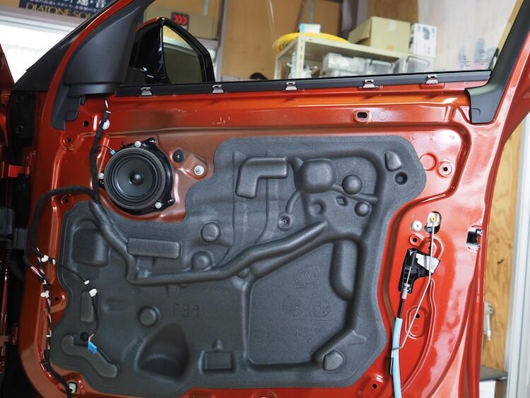 BMW X2 純正ドア内部