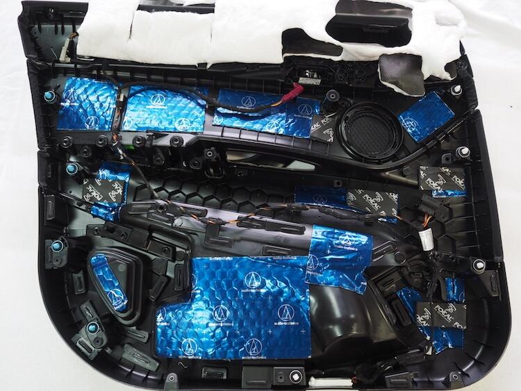BMW X2の内張デッドニング
