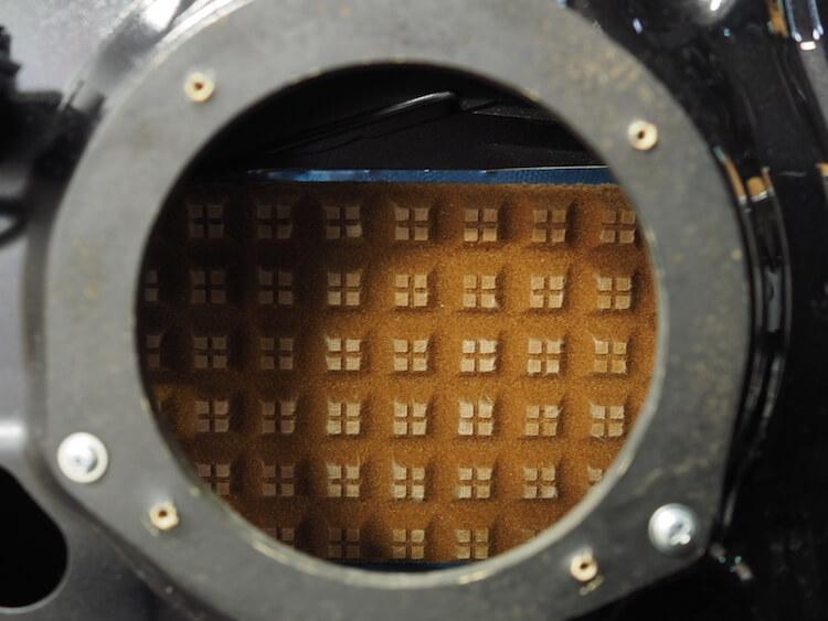 ダイハツムーヴのスピーカー裏鉄板にレアルシルトディフュージョン貼り付け