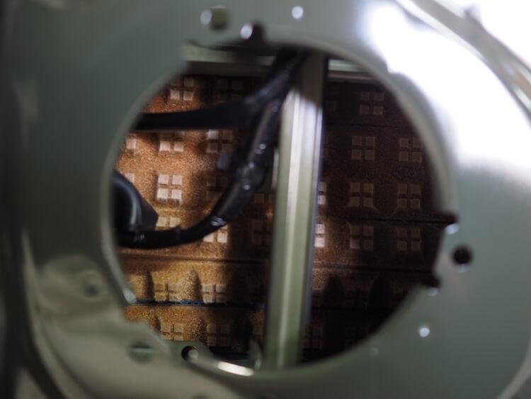 ジムニーシエラのスピーカー裏に吸音材貼り付け