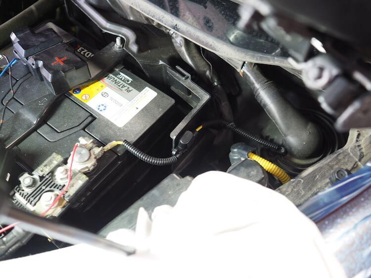 フーガの純正バッテリーから電源の取り出し
