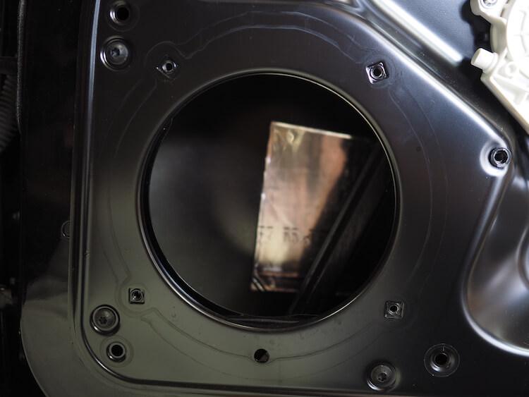 ポルシェ911の純正ドアスピーカー取り外し