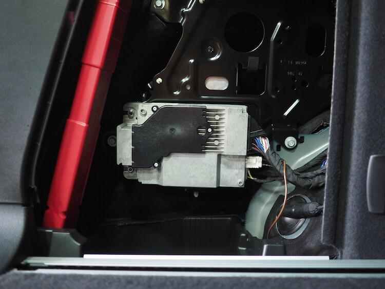 BMWアルピナXD3のトランクサイドにマッチのプロセッサーを取り付け