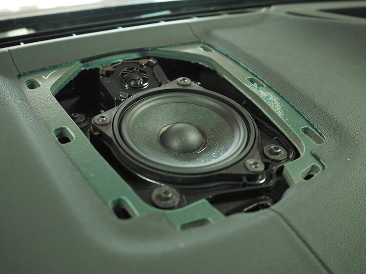 BMWアルピナXD3のセンタースピーカー交換