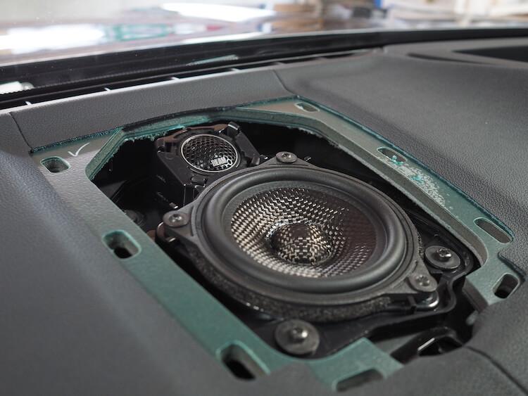 BMWアルピナXD3のセンターにブラムのスピーカー取り付け