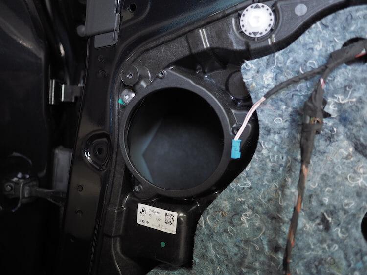 BMWアルピナXD3のリアドアスピーカー取り外し