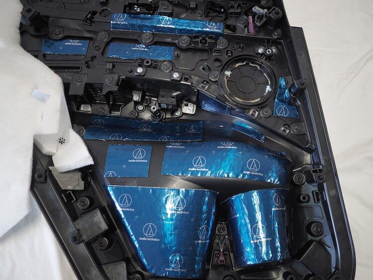 BMWアルピナのリアドア内張をデッドニング