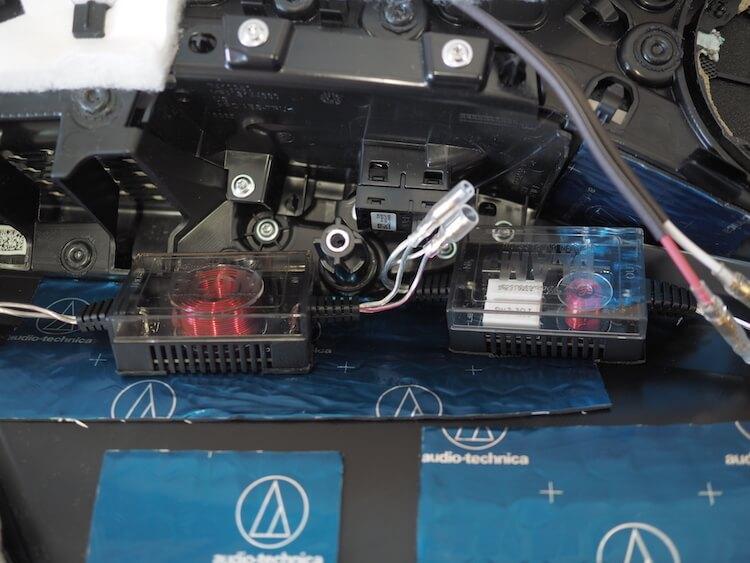 BMWアルピナのリアドアスピーカー用のパッシブクロスオーバー取り付け