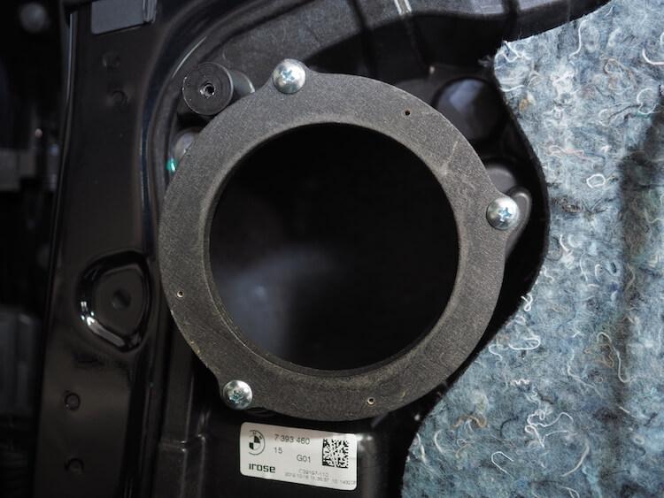 BMWアルピナのリアドアにバーチオリジナルインナーバッフル取り付け