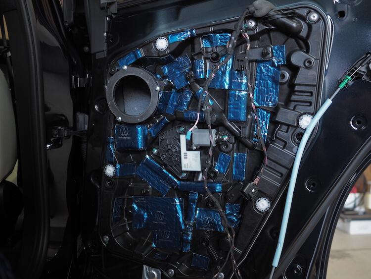 BMWアルピナのリアドアをデッドニング