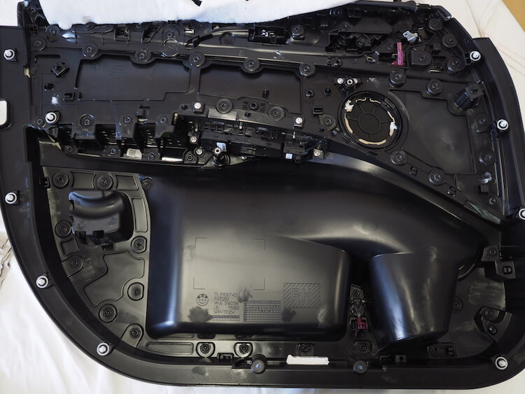 BMWアルピナのフロントドア内張をデッドニング