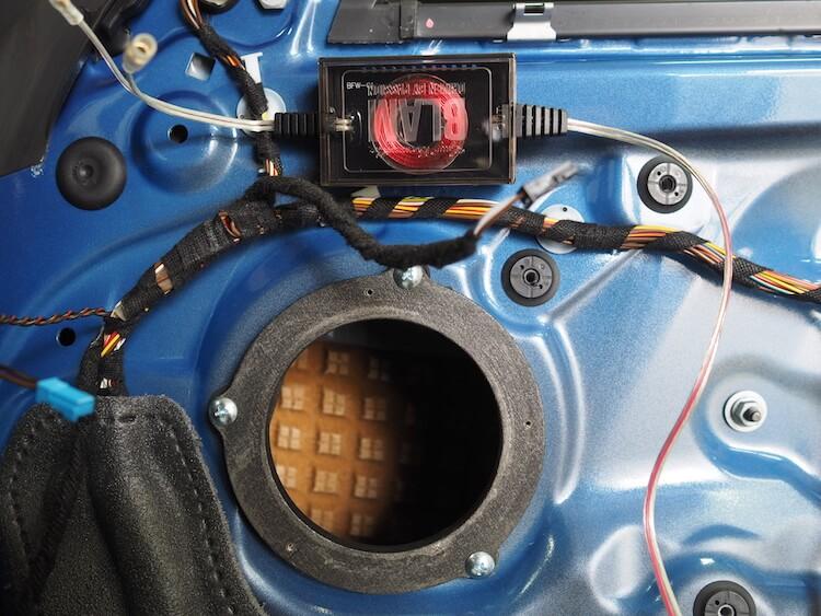 BMW2シリーズF23のドア内部にミッドレンジスピーカー用のパッシブクロスオーバー取り付け