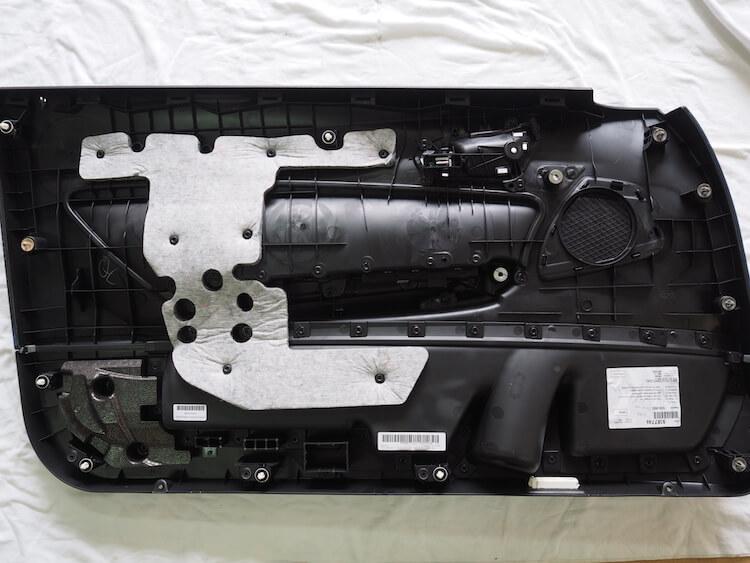 BMW2シリーズF23のドア内張デッドニング前