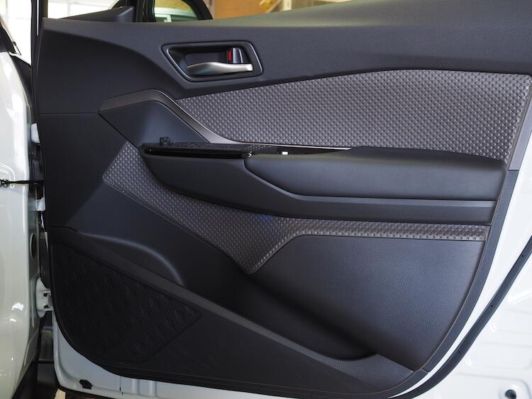 トヨタC-HRの純正ドア内張