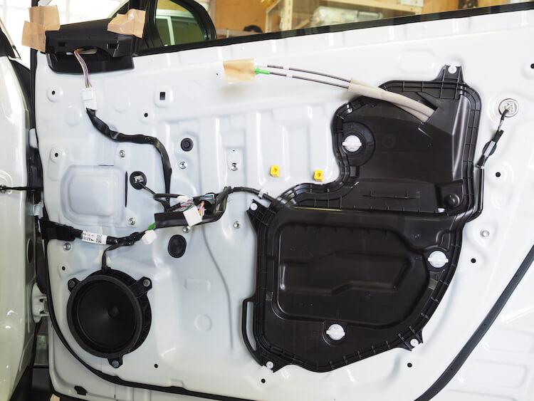トヨタC-HRの純正ドア内部